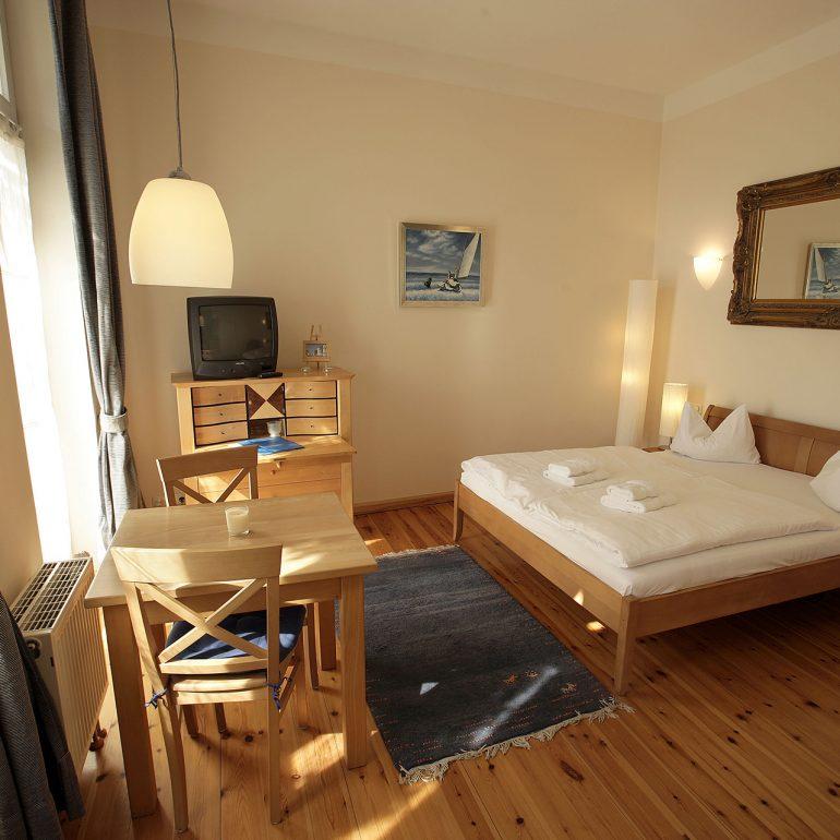 villa glaeser apartments villa glaeser ferienwohnungen. Black Bedroom Furniture Sets. Home Design Ideas